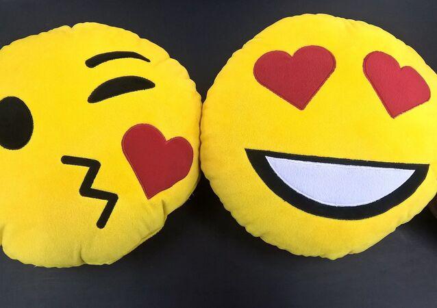 Сojines con forma de emojis