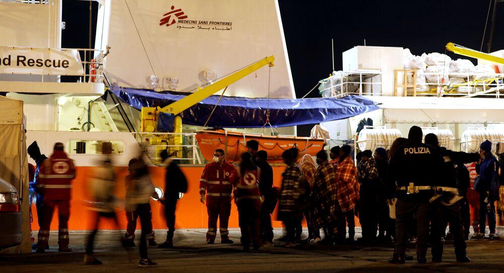 Migrantes desembarcan en Sicilia, Italia (archivo)