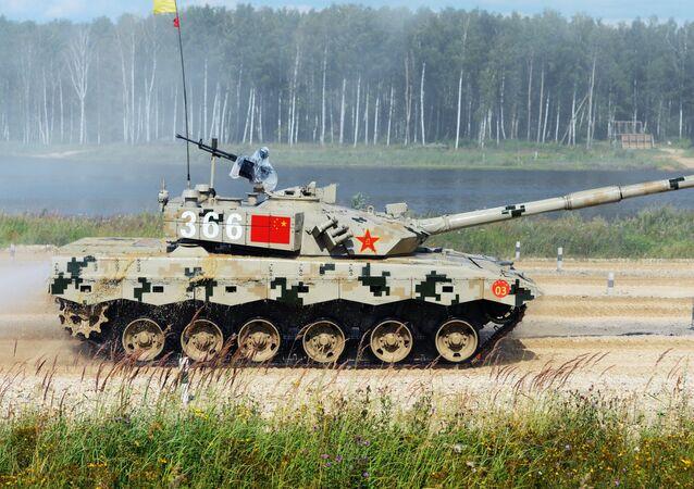 Un tanque chino en el Biatlón de Tanques (archivo)