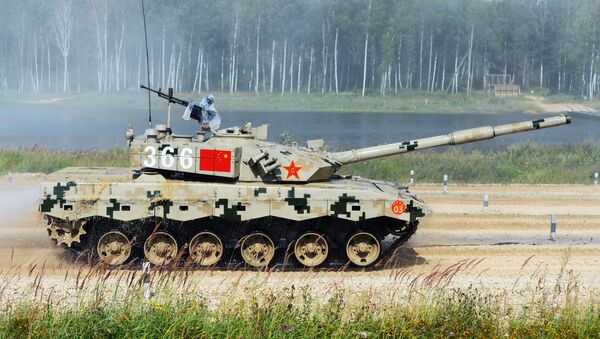 Un tanque chino en el Biatlón de Tanques - Sputnik Mundo