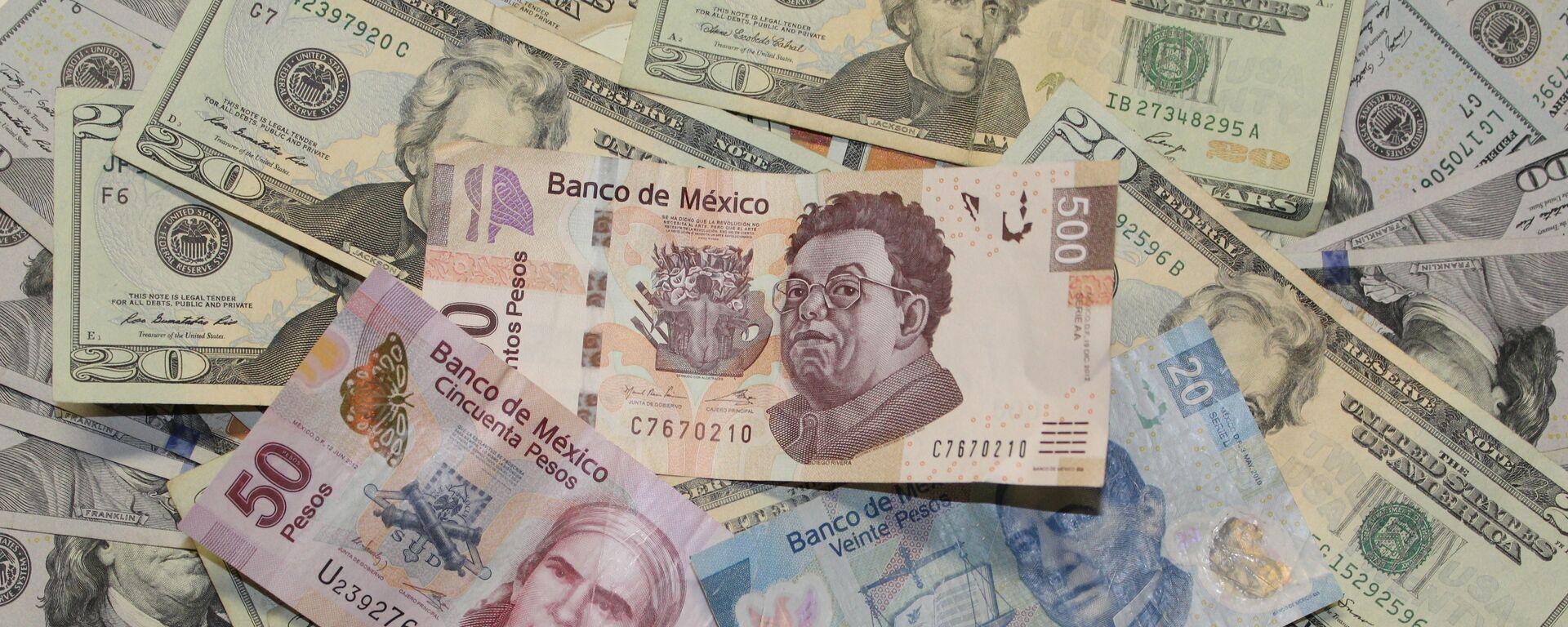 Pesos mexicanos y dólares - Sputnik Mundo, 1920, 03.03.2021