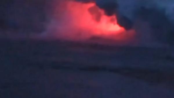 Impresionantes imágenes: una 'bomba de lava' cae sobre un barco turístico en Hawái - Sputnik Mundo