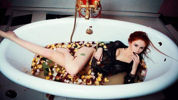 Una mujer sensual, imagen referencial - Sputnik Mundo