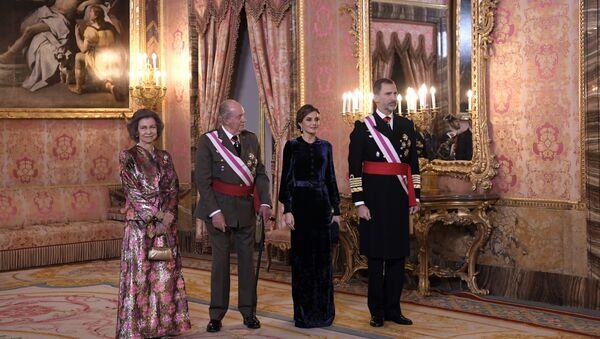 La reina Sofía, el rey emérito Juan Carlos I, la reina Letizia y el rey Felipe VI - Sputnik Mundo