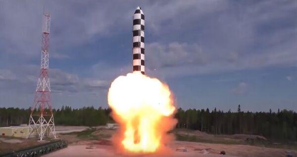 Lanzamiento de un cohete Sarmat - Sputnik Mundo