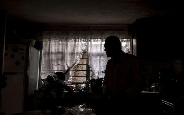 Juan Salgado, en su casa en la Colonia del Mar, que sufrió daños durante el sismo del 19 de septiembre de 2017. - Sputnik Mundo