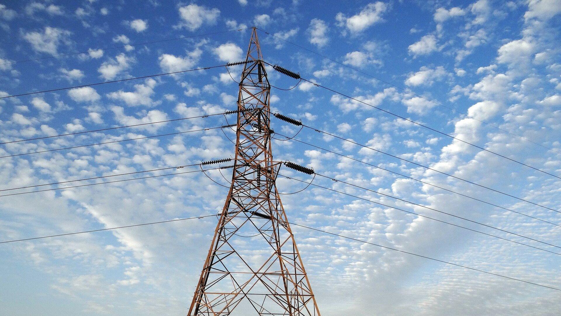 Una torre de transmisión eléctrica - Sputnik Mundo, 1920, 04.05.2021
