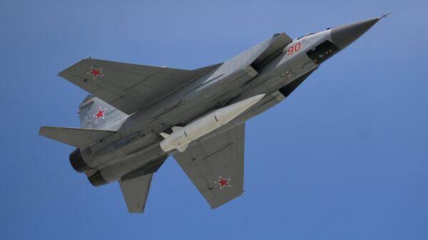 Caza MiG-31 armado con el misil hipersónico Kinzhal - Sputnik Mundo