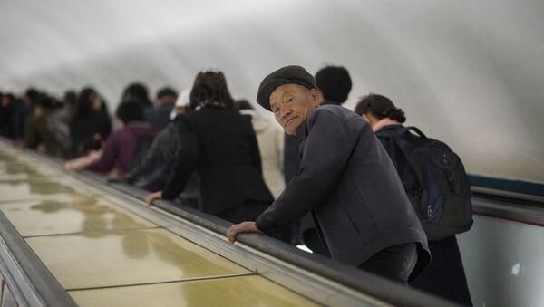 Un hombre norcoreano (imagen referencial) - Sputnik Mundo