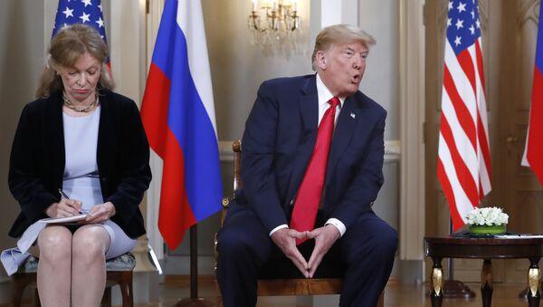 La intérprete de Donald Trump, Marina Gross, durante la reunión entre Rusia y EEUU - Sputnik Mundo