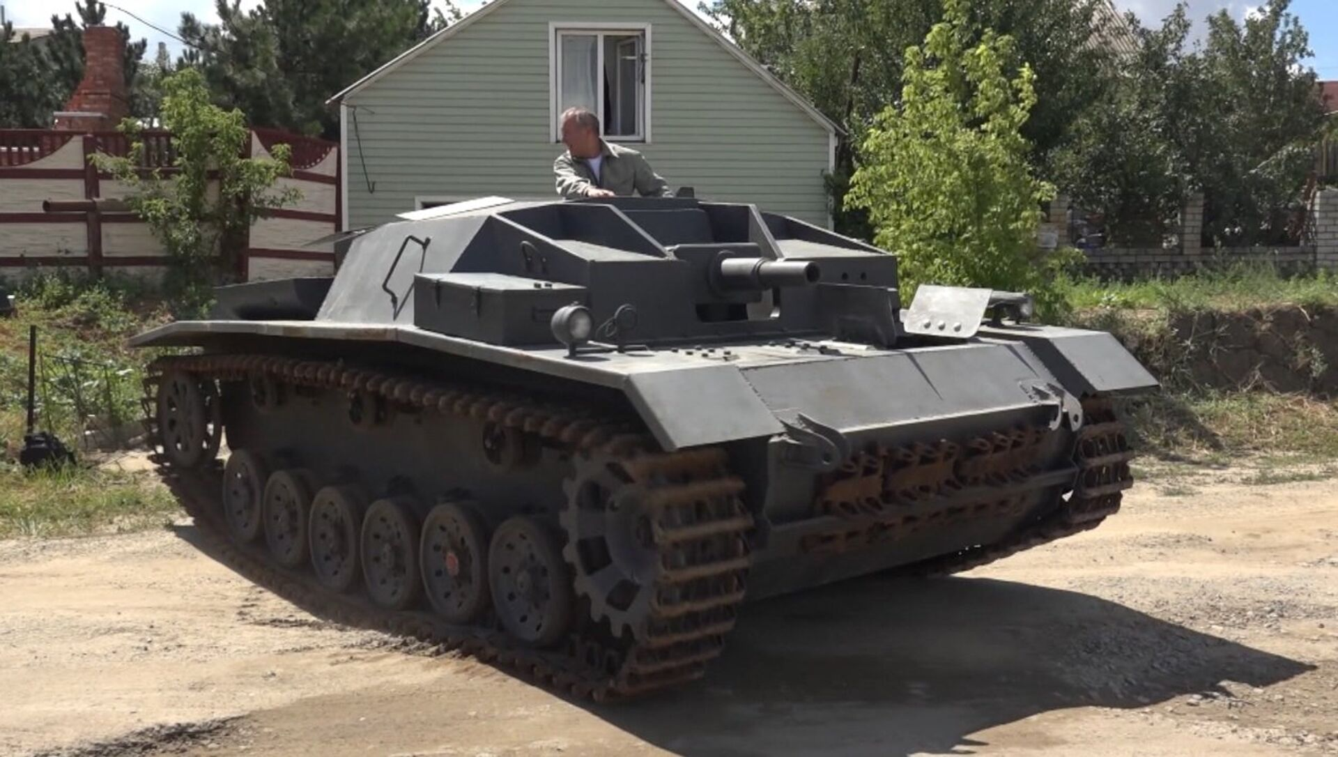 Este ruso replica tanques en su garaje - Sputnik Mundo, 1920, 22.07.2018