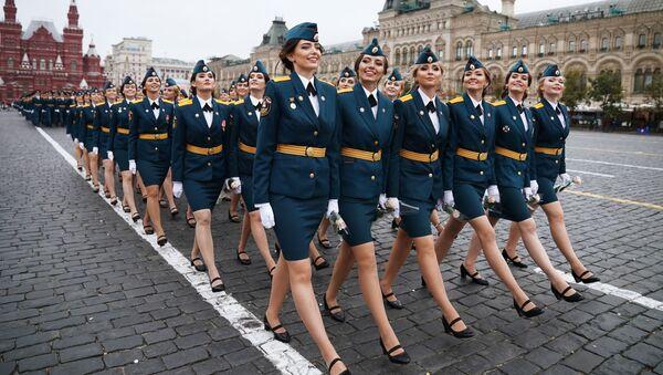 El orgullo de Rusia: la Plaza Roja alberga la graduación de los futuros defensores del país - Sputnik Mundo