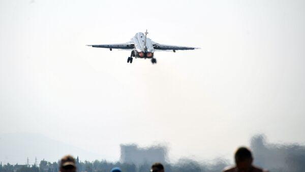 El avión Su-24 despega en Siria - Sputnik Mundo