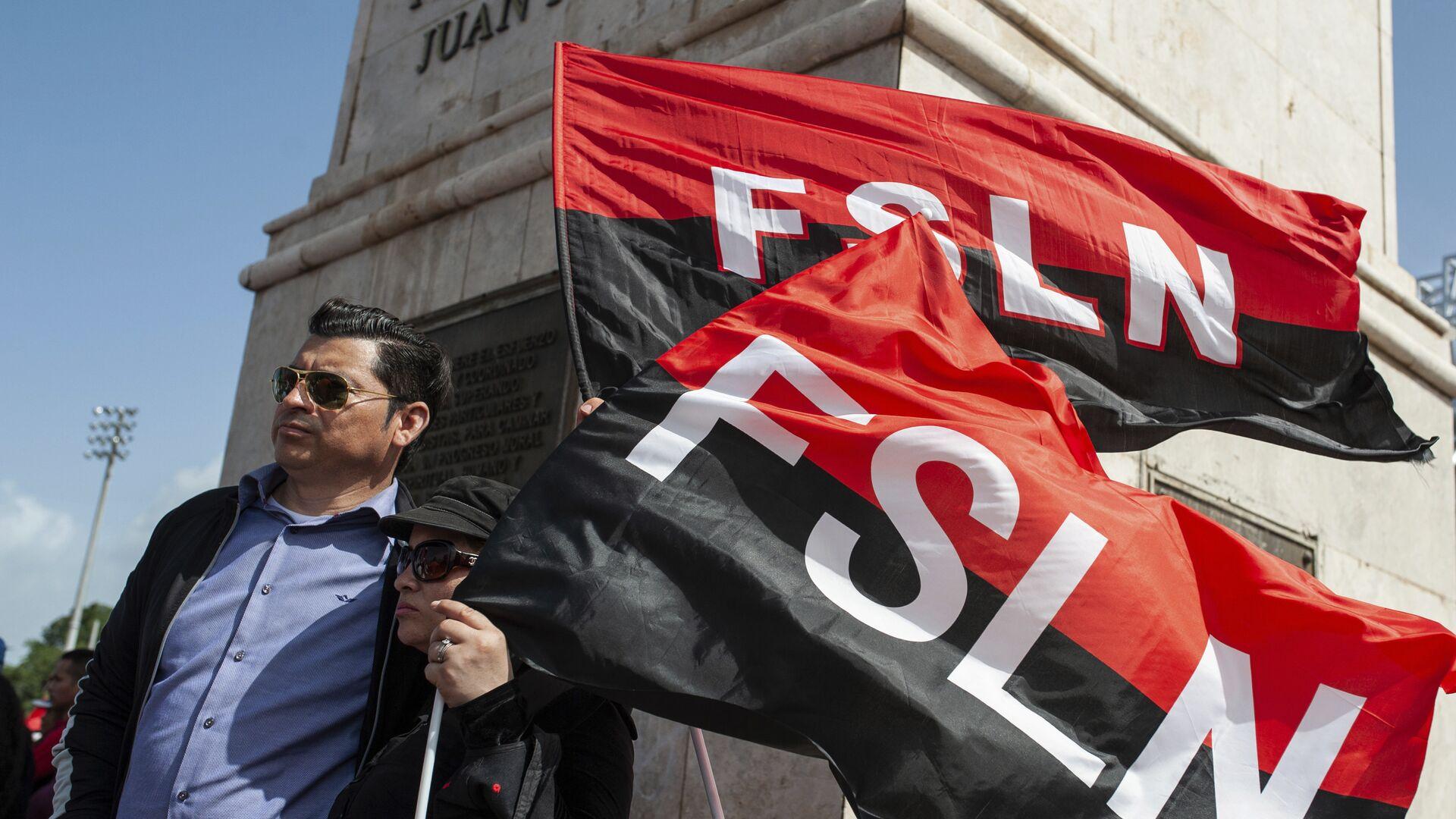 Sandinista porta las banderas del FSLN en el 39 Aniversario de la Revolución nicaraguense - Sputnik Mundo, 1920, 13.04.2021