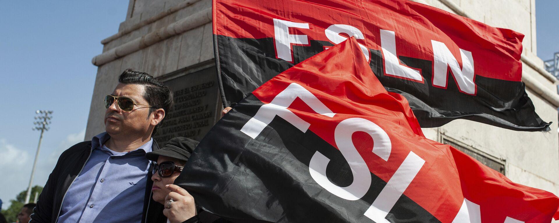Sandinista porta las banderas del FSLN en el 39 Aniversario de la Revolución nicaraguense - Sputnik Mundo, 1920, 16.07.2021