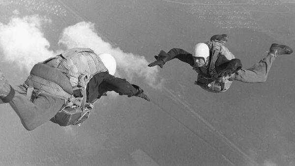 Conquistadores del cielo: el paracaidismo en la URSS - Sputnik Mundo