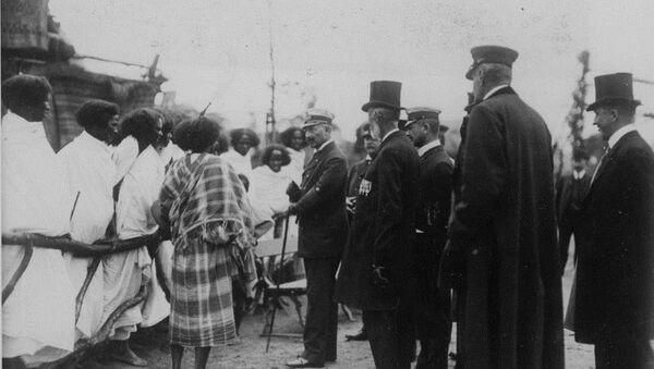 Guillermo II, el último emperador de Alemania, visita el zoológico humano de Hamburgo - Sputnik Mundo