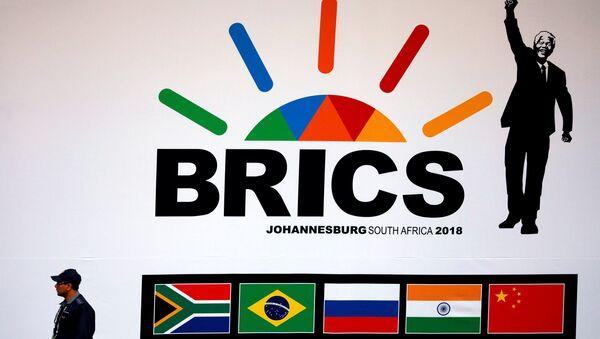 Logo de la cumbre de los BRICS en Sudáfrica - Sputnik Mundo