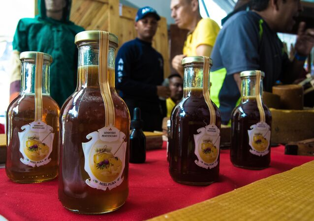 Reclusos venezolanos cosechan miel