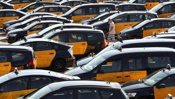 Taxistas protestan contra Uber y Cabify - Sputnik Mundo