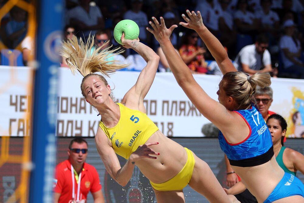 Un partido entre las selecciones femeninas de Brasil y Rusia.
