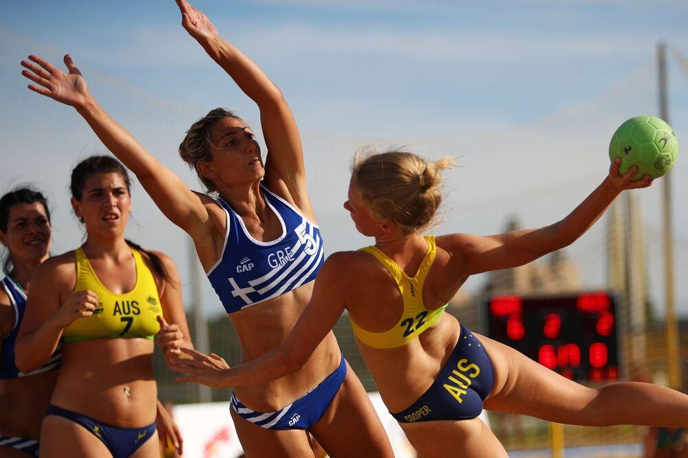 Un partido entre las selecciones femeninas de Grecia y Australia.