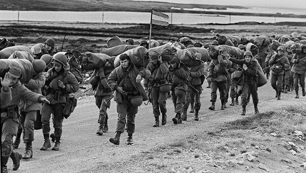 Soldados argentinos en la Guerra de las Malvinas (imagen referencial) - Sputnik Mundo