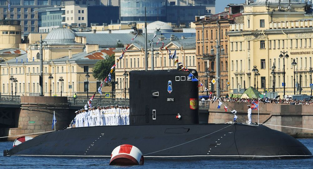 El solemne desfile del Día de la Armada en San Petersburgo