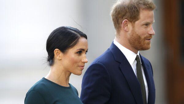 La exactriz estadounidense Meghan Markle y su marido, el príncipe Enrique - Sputnik Mundo