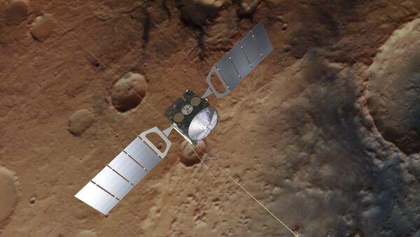 Una ilustración del satélite Mars Express sobre la superficie de Marte - Sputnik Mundo