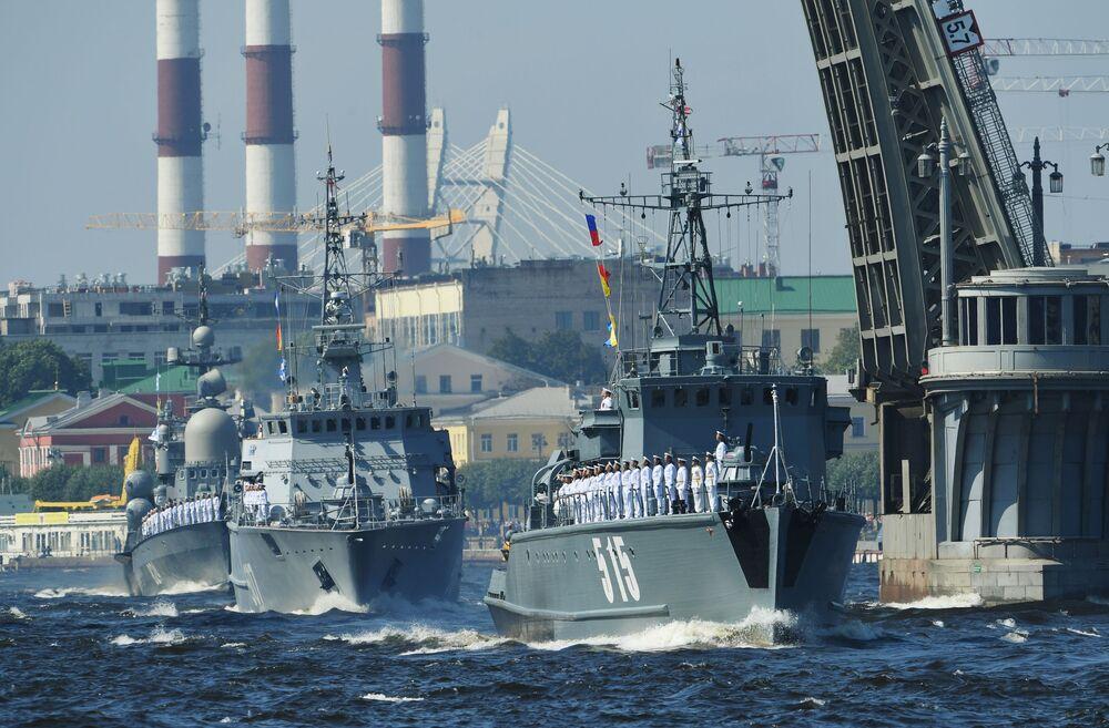Así fue la majestuosa celebración del Día de la Armada en diferentes ciudades rusas