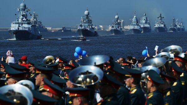 Así fue la majestuosa celebración del Día de la Armada en diferentes ciudades rusas - Sputnik Mundo