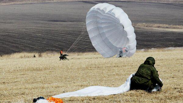 Paracaidistas militares rusos - Sputnik Mundo