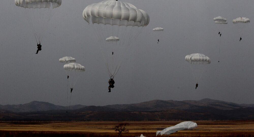 Paracaidistas militares