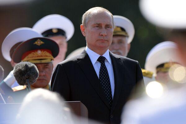 El Mundial, el eclipse lunar y el desfile naval: las mejores fotos del caluroso julio - Sputnik Mundo