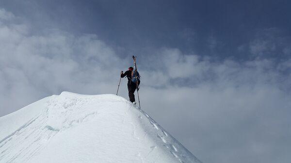 Un alpinista (imagen referencial) - Sputnik Mundo