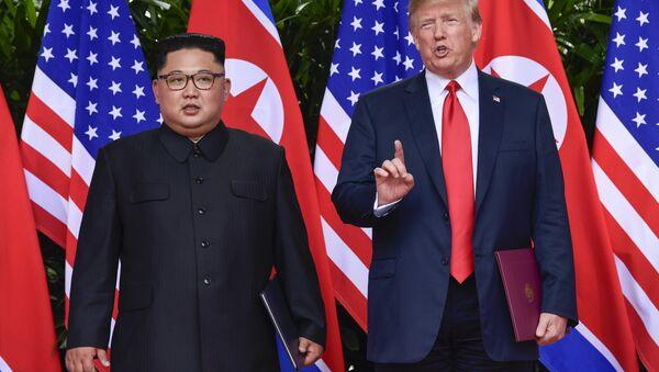 El líder norcoreano, Kim Jong-un, y el presidente de EEUU, Donald Trump (archivo) - Sputnik Mundo