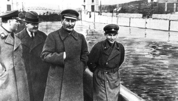 El 'photoshop' soviético: cómo los censores cambiaron la historia de la URSS - Sputnik Mundo