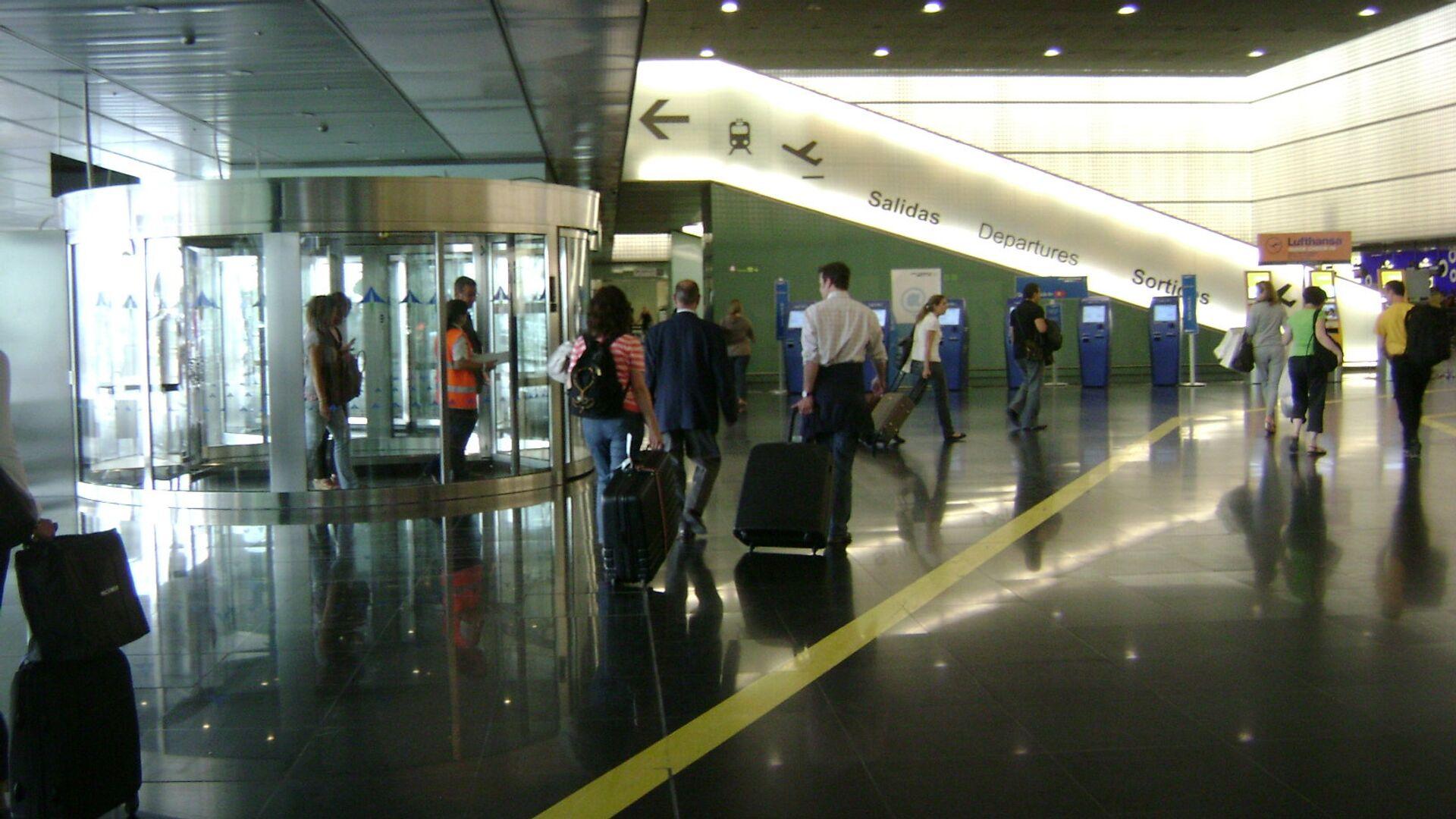 El aeropuerto de Barcelona, España - Sputnik Mundo, 1920, 17.07.2021