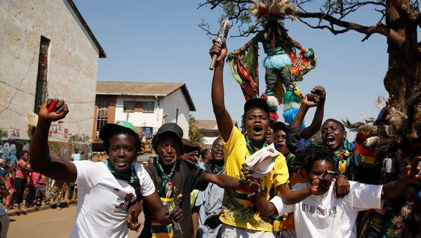 Los partidarios del presidente electo de Zimbabue Emmerson Mnangagwa - Sputnik Mundo