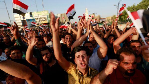 La gente protesta contra malos servicios públicos en la ciudad de Nayaf, Irak, el 27 de julio de 2018. - Sputnik Mundo