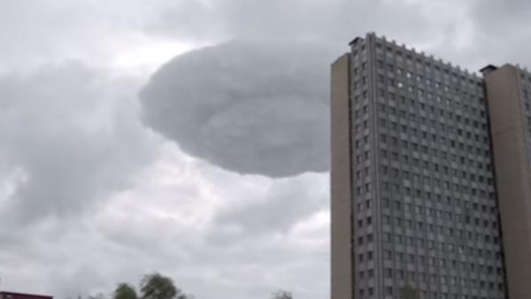 Un 'platillo volante' en el cielo inquieta a los moscovitas - Sputnik Mundo