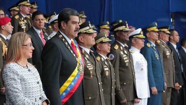 El presidente de Venezuela, Nicolás Maduro, y su esposa, Cilia Flores, asisten a un evento militar en Caracas, Venezuela, el 4 de agosto de 2018. - Sputnik Mundo