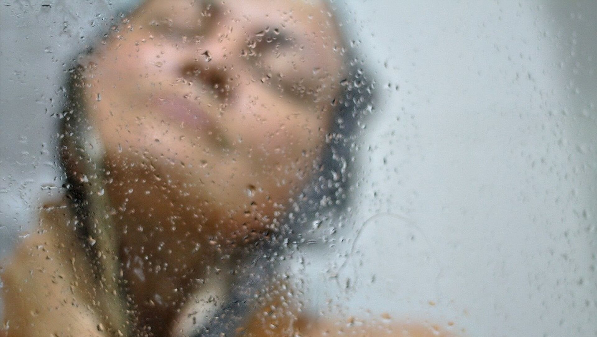 Una mujer en la ducha - Sputnik Mundo, 1920, 05.02.2021