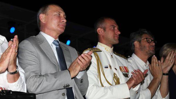 Vladímir Putin, el presidente ruso, en la inauguración del festival Ópera en Quersoneso - Sputnik Mundo