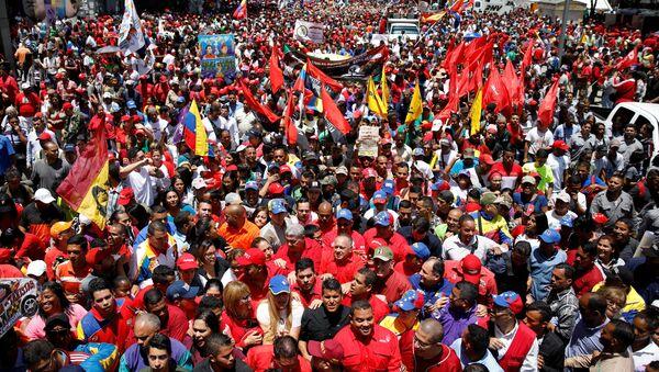 Los seguidores de Nicolás Maduro machan en apoyo al presidente - Sputnik Mundo