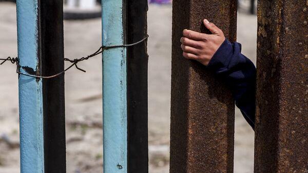 Migrante del lado estadounidense de la frontera con México - Sputnik Mundo