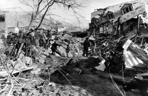 Durante la guerra entre Irak e Irán de 1980-1988 ninguna de las partes podía obtener la victoria en el campo de batalla. Con el fin de forzar a Teherán a firmar la paz, la Fuerza Aérea iraquí comenzó a bombardear algunas de las grandes ciudades iraníes. En la foto: Teherán después de un ataque de la aviación iraquí, marzo de 1985. - Sputnik Mundo