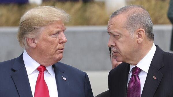 Donald Trump, presindente de EEUU, y Recep Tayyip Erdogan, presidente de Turquía - Sputnik Mundo