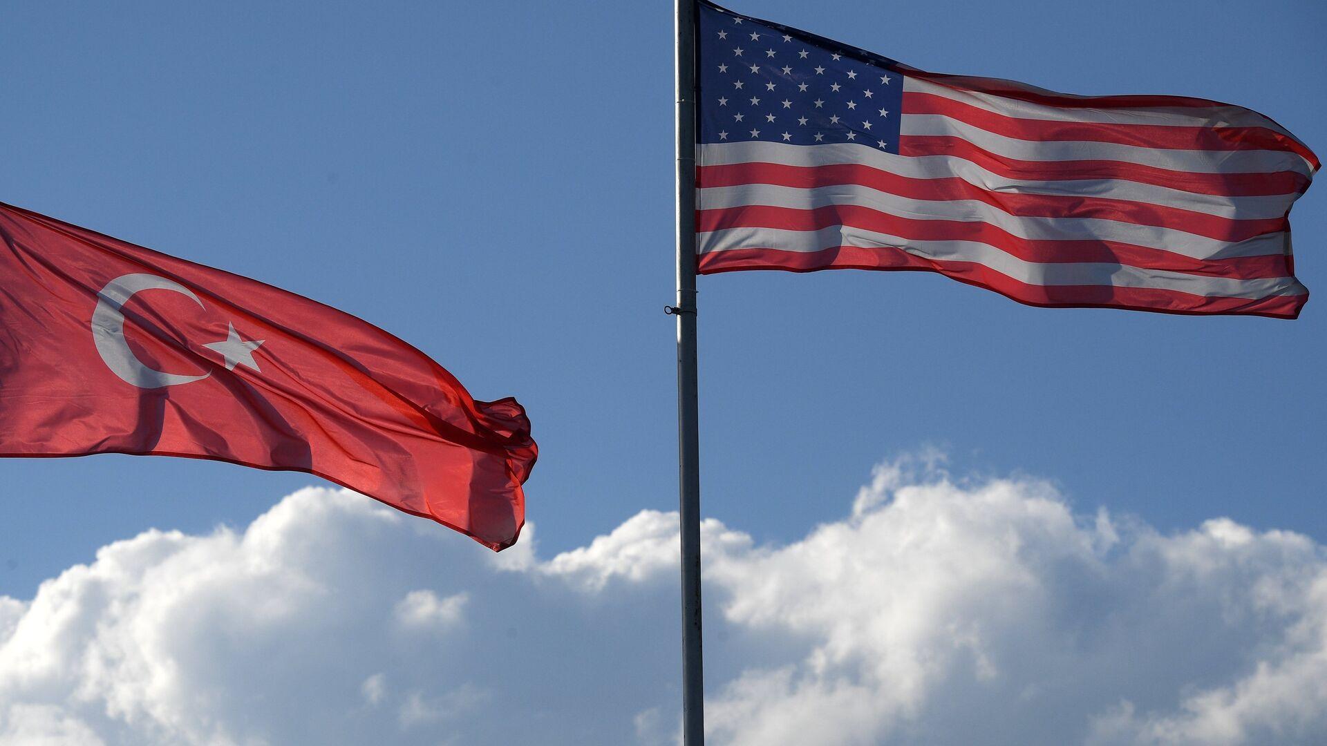 Las banderas de Turquía y EEUU - Sputnik Mundo, 1920, 04.06.2021
